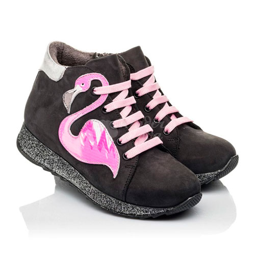 ботинки с розовыми шнурками
