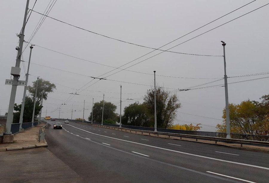 дорожное полотно плотины в Запорожье